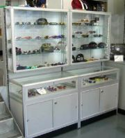 Spectacle display cabinet