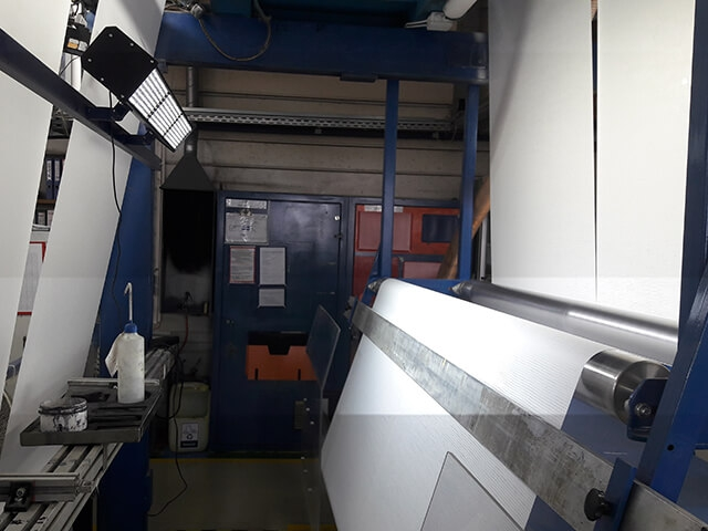 Application-Report - Quality control on wallpaper coating machines