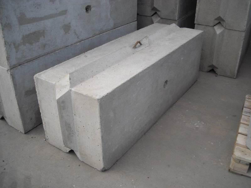 Interlocking Wall System : Concrete barrier
