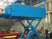 Loading dock lift for double deck vehicles