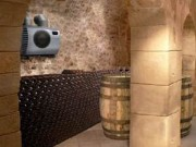 Wine cellar with conditioning unit