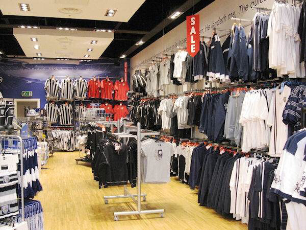 Freestanding Shop Clothing Display Systems
