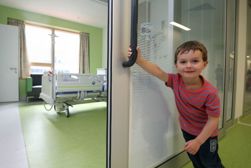 Alder Hey Children's Hospital and Axis Flo-Motion® Doors