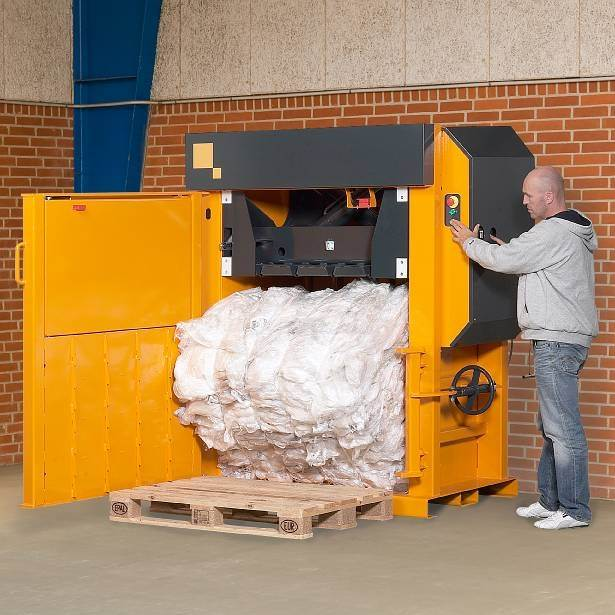 Kenburn Waste Management Vertical And Horizontal Balers