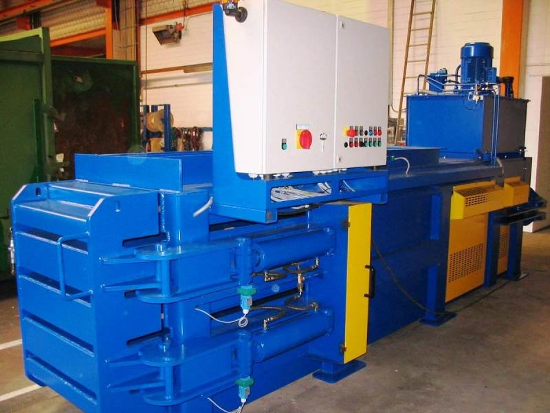 Avermann Horizontal Baler